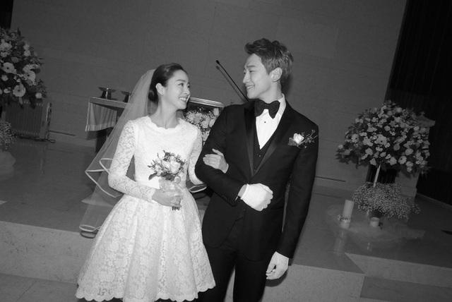 Những hôn lễ giản dị, lặng lẽ nhưng lâu bền trong showbiz Hàn - 3