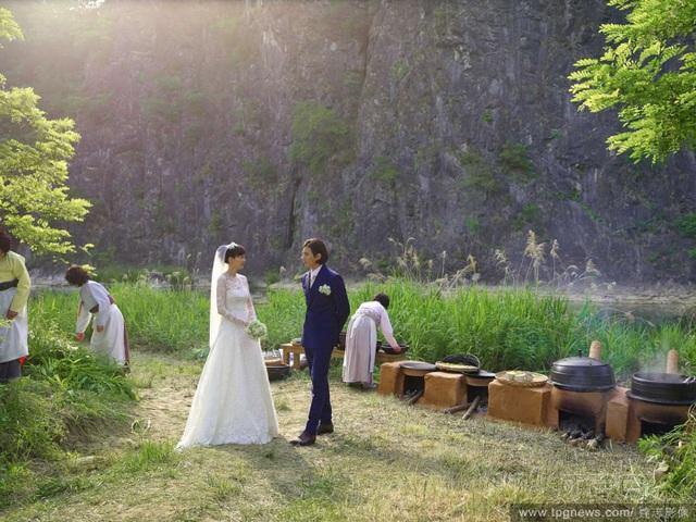 Những hôn lễ giản dị, lặng lẽ nhưng lâu bền trong showbiz Hàn - 5