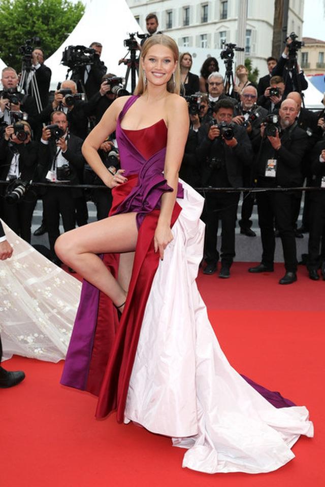 Tình cũ của  Leonardo DiCaprio khoe chân nuột nà - 6