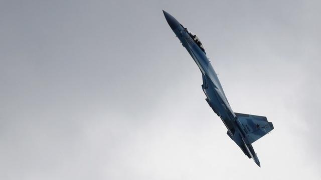 """Màn nhào lộn mãn nhãn của """"sát thủ bầu trời"""" Su-35S Nga - 1"""