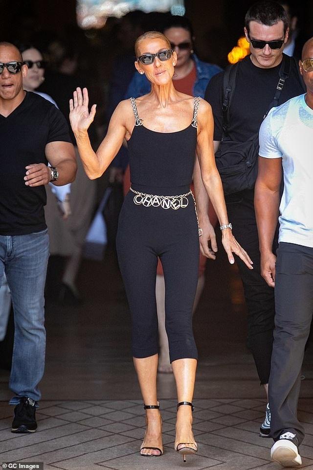 Celine Dion khoe dáng siêu thon với đồ ôm sát - 1