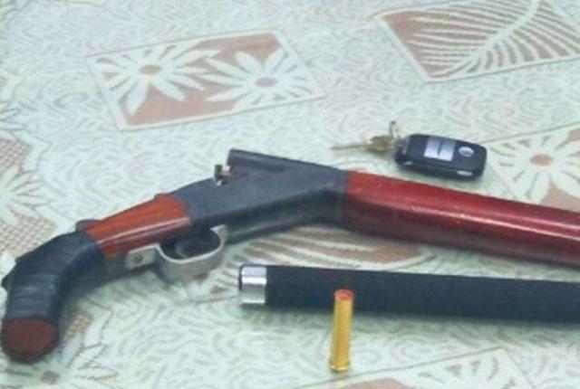 """Tàng trữ vũ khí """"nóng"""", lao thẳng xe vào cảnh sát - 2"""