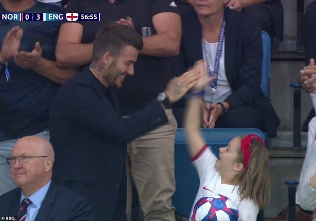 David Beckham đưa con gái nhỏ đi xem đá bóng - 7