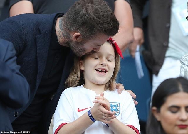 David Beckham đưa con gái nhỏ đi xem đá bóng - 9