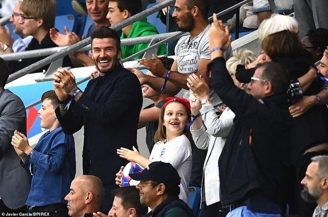 David Beckham đưa con gái nhỏ đi xem đá bóng - 6