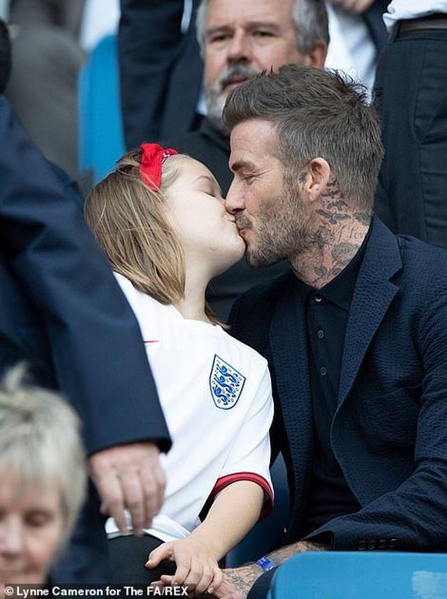 David Beckham đưa con gái nhỏ đi xem đá bóng - 5
