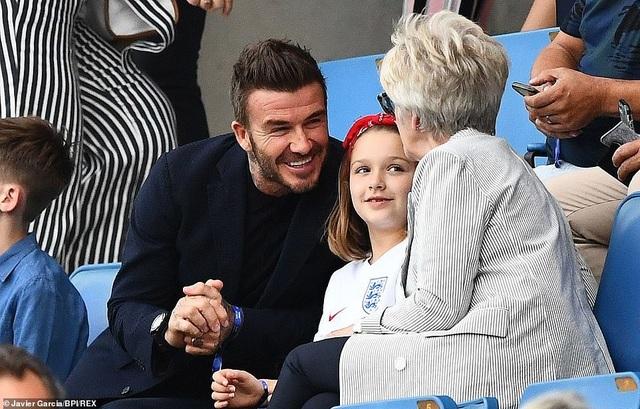 David Beckham đưa con gái nhỏ đi xem đá bóng - 2