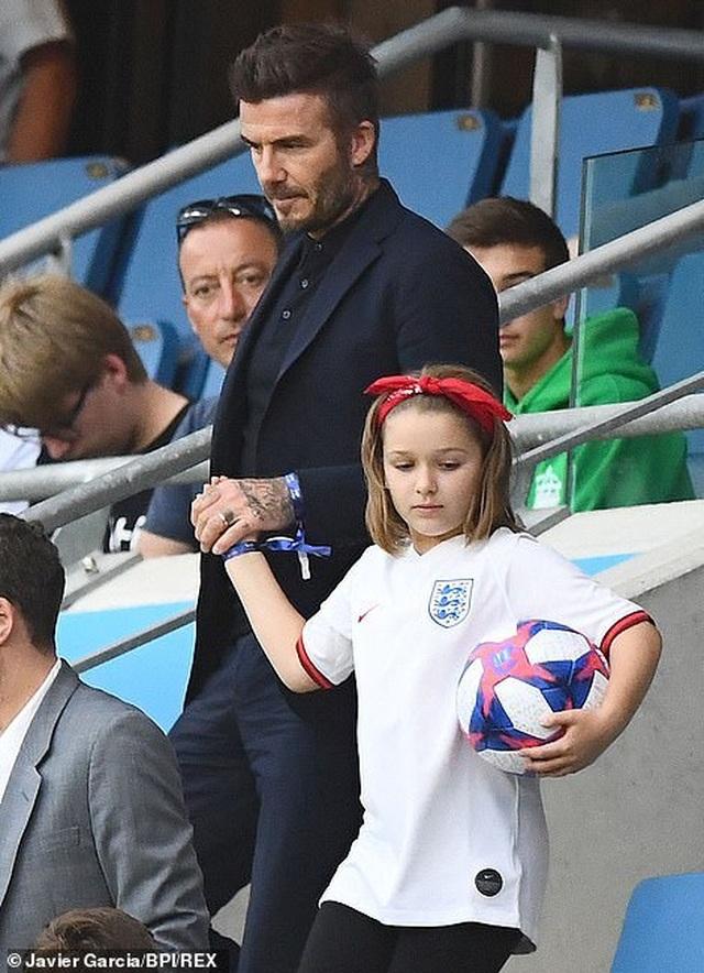 David Beckham đưa con gái nhỏ đi xem đá bóng - 3