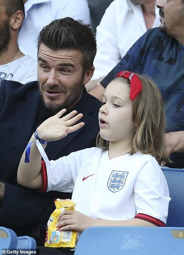 David Beckham đưa con gái nhỏ đi xem đá bóng - 1