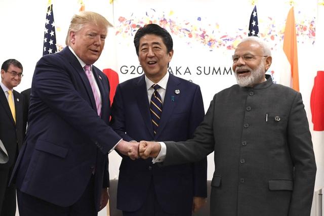 Ông Trump đấm tay cùng Thủ tướng Nhật, Ấn - 1