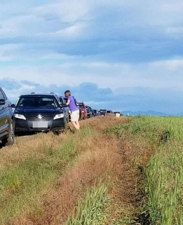 Đi đường tắt theo chỉ đường của Google Maps, hàng trăm xe bị mắc kẹt - 1