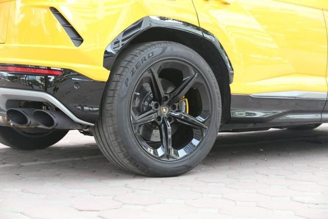 Lamborghini Urus 21 tỷ màu độc về tay đại gia Sài Gòn - 4