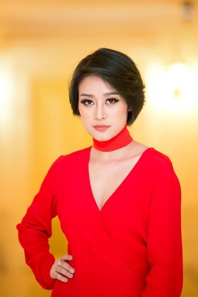 """MC Phí Linh: """"Ra đường không ai nhận ra tôi vì không trang điểm"""" - 1"""