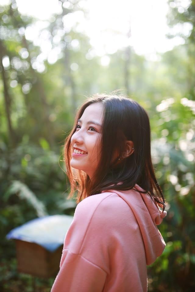 Nữ sinh hút ánh nhìn vì nụ cười tỏa nắng tại kỳ thi THPT Quốc gia - 11
