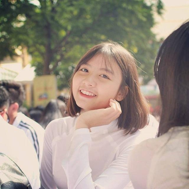 Nữ sinh hút ánh nhìn vì nụ cười tỏa nắng tại kỳ thi THPT Quốc gia - 6