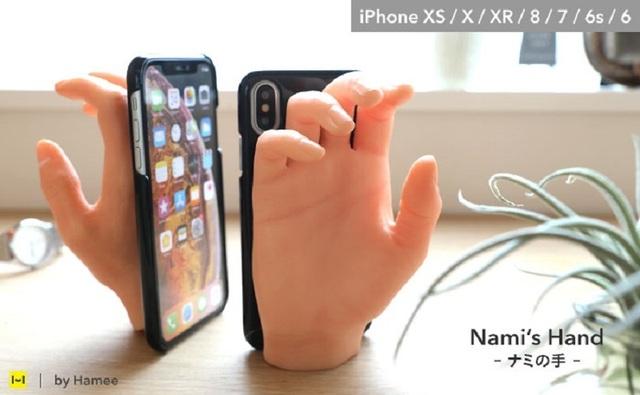 Ốp điện thoại tay nắm tay cho người ế bền vững - Ảnh 1.