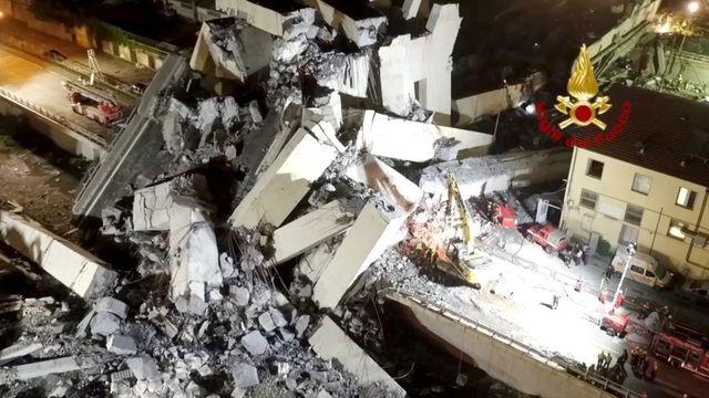 Video cầu cao tốc Italy nổ tung thành tro bụi trong chớp mắt - 2