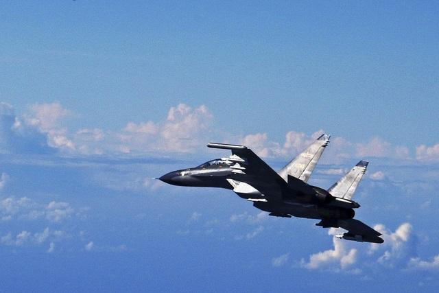 Máy bay chiến đấu Trung Quốc đeo bám tàu hải quân Canada trên biển Hoa Đông - 1