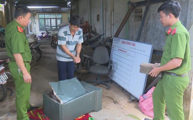 Cặp vợ chồng đột nhập nhà dân phá két sắt cuỗm hàng trăm triệu đồng - 1