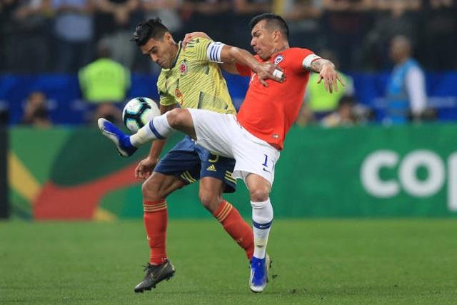 Bị VAR từ chối bàn thắng, Chile vẫn hạ Colombia trên loạt đấu súng - 3