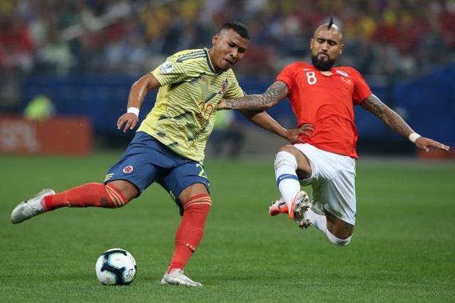 Bị VAR từ chối bàn thắng, Chile vẫn hạ Colombia trên loạt đấu súng - 2
