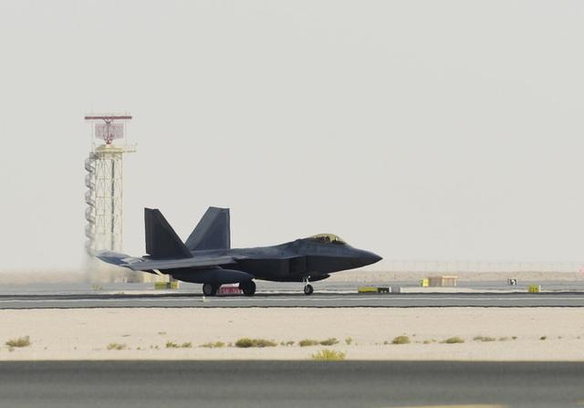 Mỹ đưa thêm dàn máy bay chiến đấu tàng hình tới gần Iran - 1