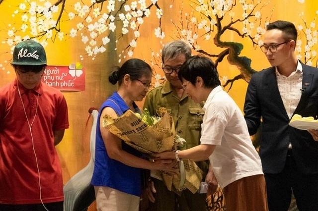 MC Thảo Vân bật khóc khi nhận món quà bất ngờ từ bố mẹ chồng cũ - 5