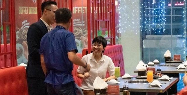 MC Thảo Vân bật khóc khi nhận món quà bất ngờ từ bố mẹ chồng cũ - 2