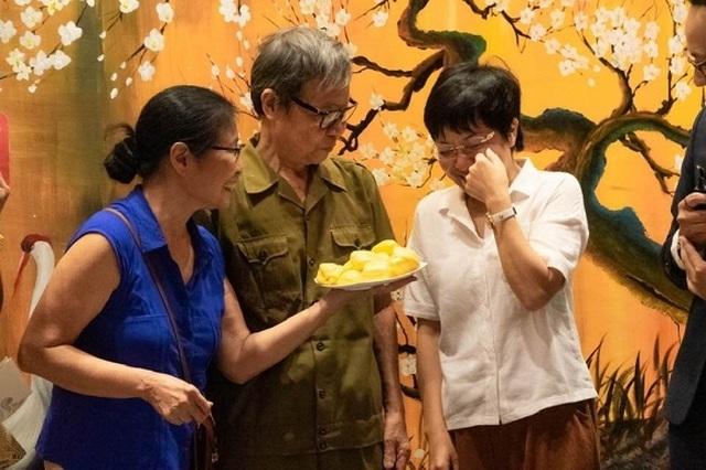 MC Thảo Vân bật khóc khi nhận món quà bất ngờ từ bố mẹ chồng cũ - 6