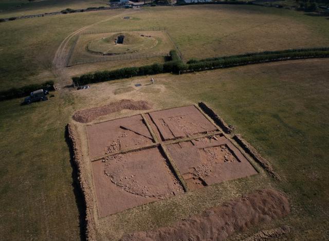 """Bí ẩn nơi chôn cất """"huyền bí"""" 4.000 năm tuổi ở Anh - 1"""