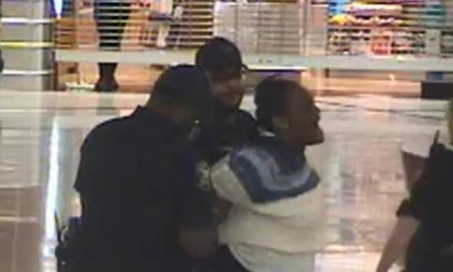 Ngang nhiên bắt cóc trẻ con giữa sân bay đông người - 2