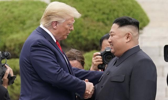 Ông Trump để ngỏ khả năng chấm dứt chiến tranh với Triều Tiên - 1