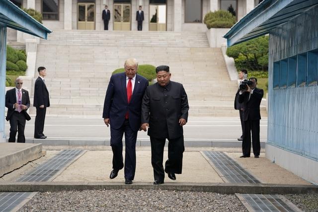 Bước chân lịch sử của Tổng thống Trump trên lãnh thổ Triều Tiên - 8
