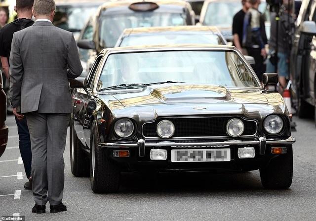 Điệp viên 007 Daniel Craig tái xuất lịch lãm trên phim trường - 8
