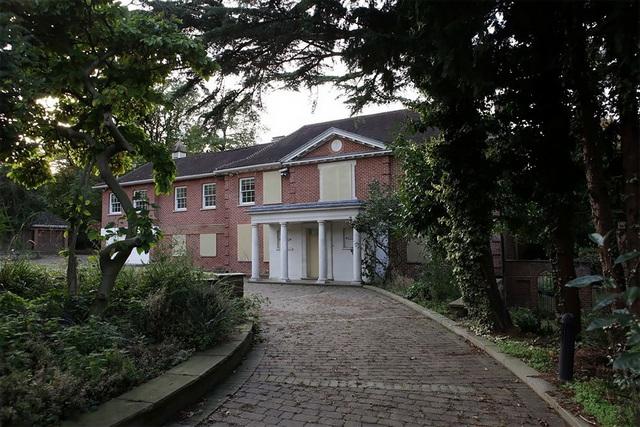 Bên trong những siêu biệt thự trị giá 350 triệu bảng bị bỏ hoang trên đường phố Luân Đôn - 1