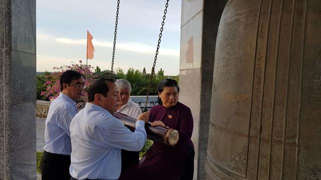 Phó Chủ tịch Quốc hội dâng hương tưởng nhớ anh hùng, liệt sĩ tại Quảng Trị - 2