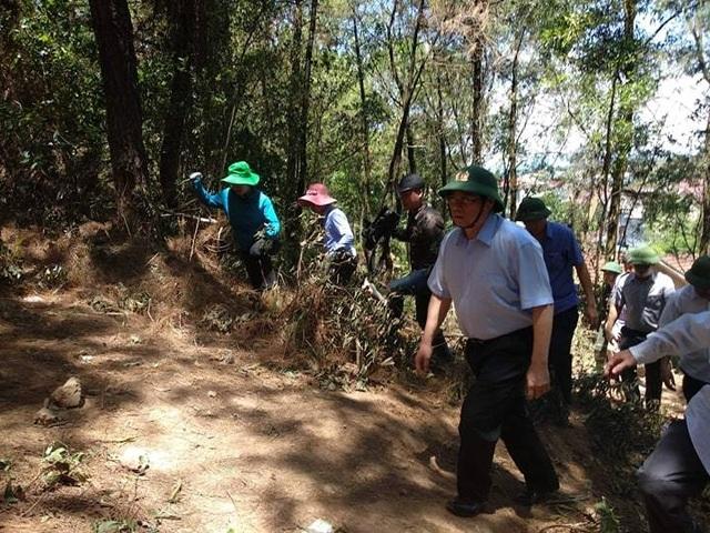 Trưởng Ban Tổ chức Trung ương kiểm tra thực địa việc chữa cháy rừng Hồng Lĩnh  - 1