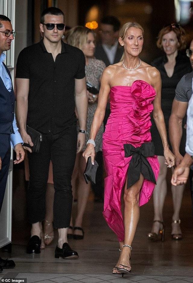 Celine Dion sành điệu đi xem thời trang - 2