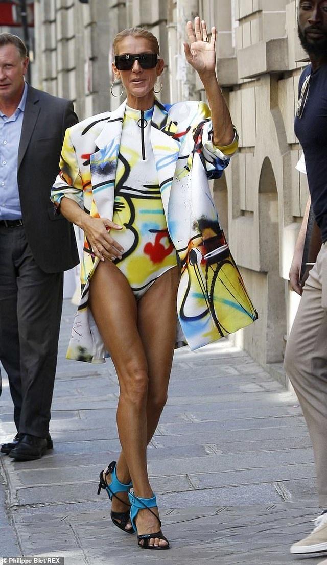 Celine Dion sành điệu đi xem thời trang - 7