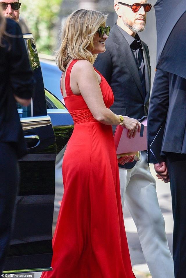 Cara Delevingne và bạn gái đồng tính diện đồ xuyên thấu dự đám cưới - 16