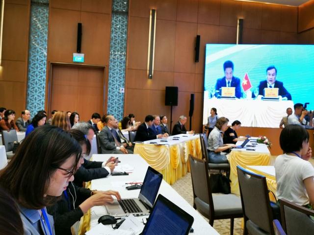 Họp báo sau lễ ký kết EVFTA, Bộ trưởng Trần Tuấn Anh: Xuất khẩu, GDP của VN sẽ tăng trưởng mạnh mẽ - 1