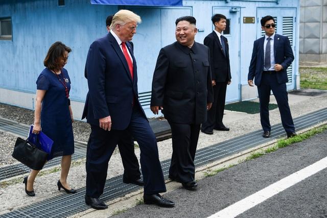 Bước chân lịch sử của Tổng thống Trump trên lãnh thổ Triều Tiên - 9