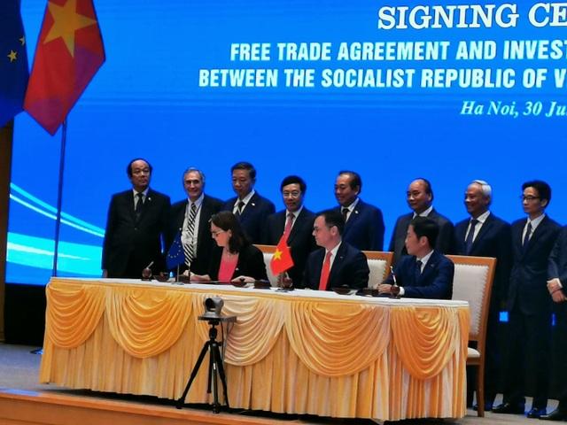 Họp báo sau lễ ký kết EVFTA, Bộ trưởng Trần Tuấn Anh: Xuất khẩu, GDP của VN sẽ tăng trưởng mạnh mẽ - 2