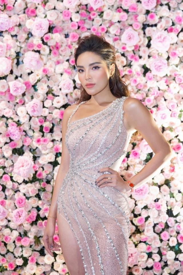 """Hoa hậu Kỳ Duyên gây choáng với phát ngôn: """"Mẹ sinh ra vốn dĩ đã đẹp sẵn"""" - 4"""