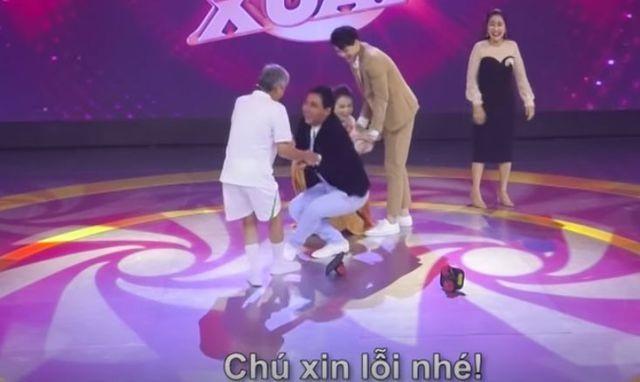 Quyền Linh hốt hoảng khi bị ném giầy lên sân khấu - 7