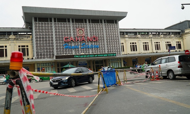 Hà Nội: Rào chắn đường Trần Hưng Đạo để thi công ga tàu điện ngầm - 1