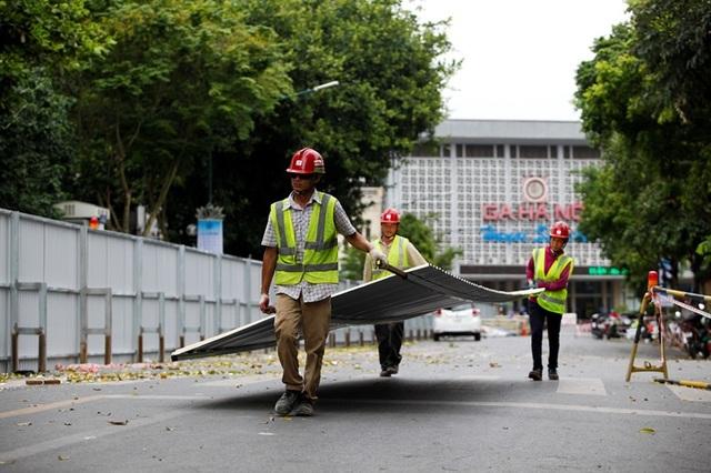 Hà Nội: Rào chắn đường Trần Hưng Đạo để thi công ga tàu điện ngầm - 2