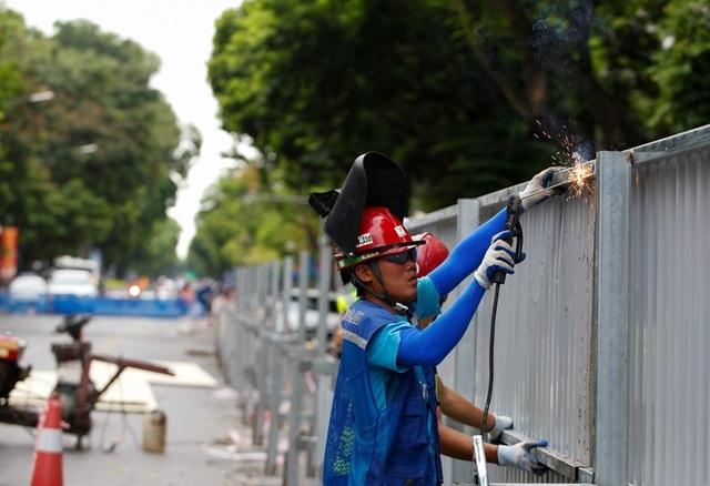 Hà Nội: Rào chắn đường Trần Hưng Đạo để thi công ga tàu điện ngầm - 3