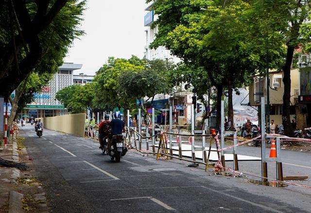 Hà Nội: Rào chắn đường Trần Hưng Đạo để thi công ga tàu điện ngầm - 4