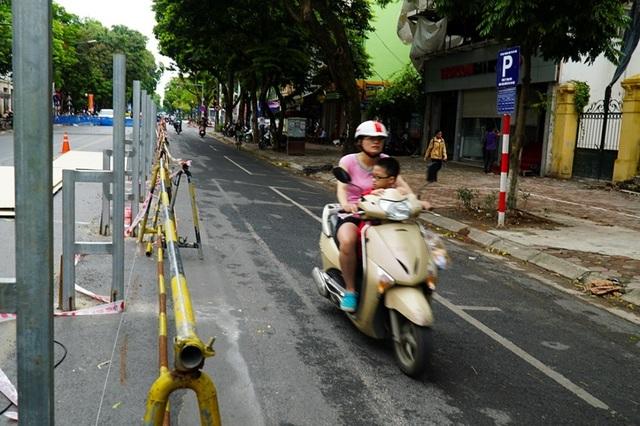 Hà Nội: Rào chắn đường Trần Hưng Đạo để thi công ga tàu điện ngầm - 7
